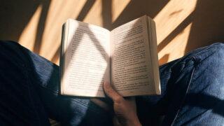 著名人がおすすめする愛読書36冊をご紹介!本が人生を変える!